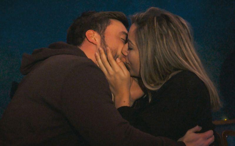 Bei einem Einzeldate im Planetarium bekam Hannah nicht nur einen Stern, sondern auch ihren ersten Kuss von Niko.