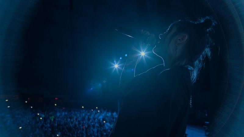 """""""Einen Song zu haben, der exakt ausdrückt, was du fühlst, ist das beste Gefühl der Welt."""" Billie Eilish ist häufiger unglücklich, doch auf der Bühne zählt für sie nur, den Fans eine gute Show zu liefern."""