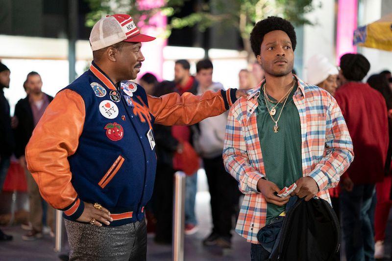 Akeem (Eddie Murphy, links) reist in die USA, um seinen Sohn Lavelle (Jermaine Fowler) nach Zamunda zu holen.