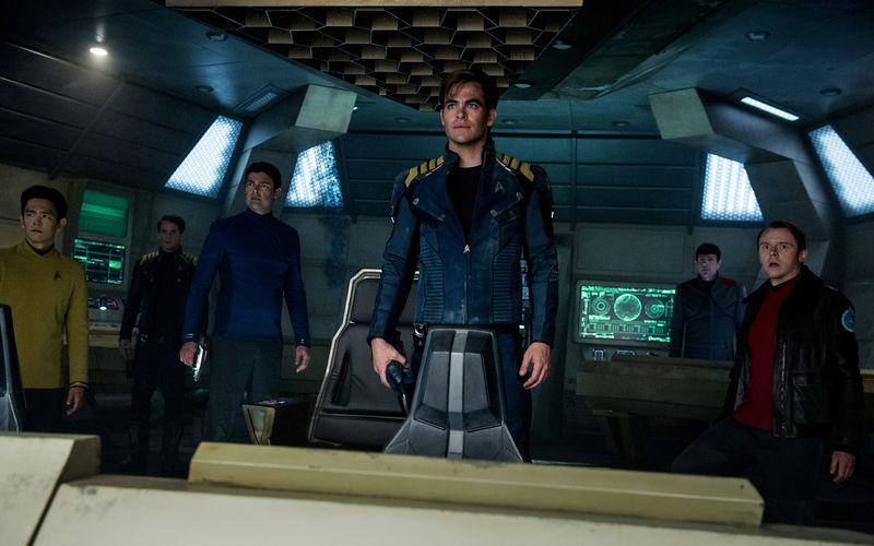 """""""Star Trek Beyond"""" (erhältlich als Bluray und DVD) war der letzte """"Star Trek""""-Kinofilm. Paramounts Verpflichtung der Autorin Kalinda Vazquez legt nahe, dass es nicht der letzte war. Von links: Sulu (John Cho), Chekov (Anton Yelchin), Dr. """"Pille"""" McCoy (Karl Urban), Captain Kirk (Chris Pine), Spock (Zachary Quinto) und Scotty (Simon Pegg)."""