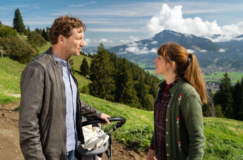 Marie (Catherine Bode) bleibt hart: Sie will nicht mit dem gemeinsamen Baby zu Georg (Thomas Unger) ziehen.