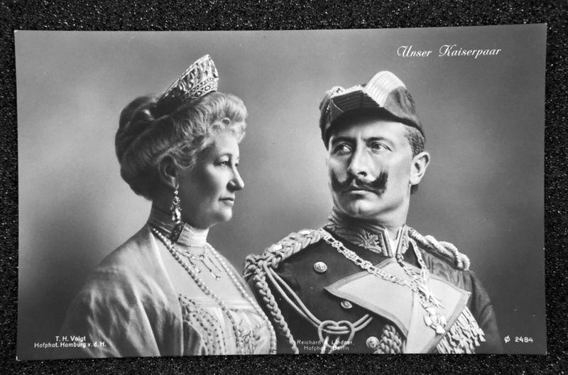 Oftmals zog Auguste Viktoria im Hintergrund die Fäden, während ihrem Mann, Kaiser Wilhelm II., nach und nach die Herrschaft entglitt.