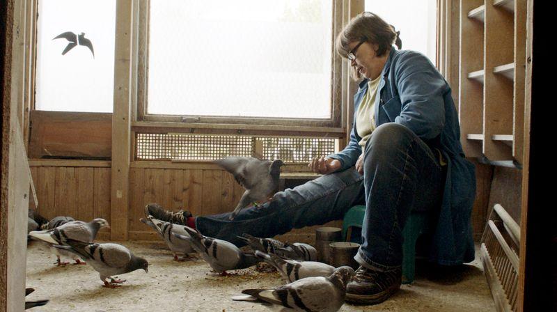Für die Hobby-Züchterin Uschi sind ihre Tauben so etwas wie ihre Ersatzfamilie.