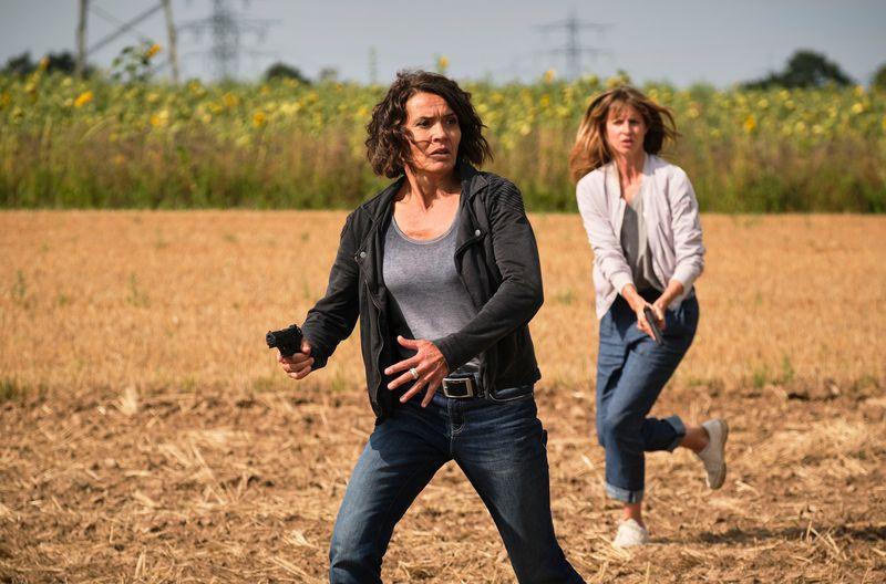 Die Kommissarinnen und der Narziss: Lena Odenthal (Ulrike Folkerts, links) und Johanna Stern (Lisa Bitter) ermitteln in einem Ludwigshafener Psychokrimi, der sich zum Thriller mausert.