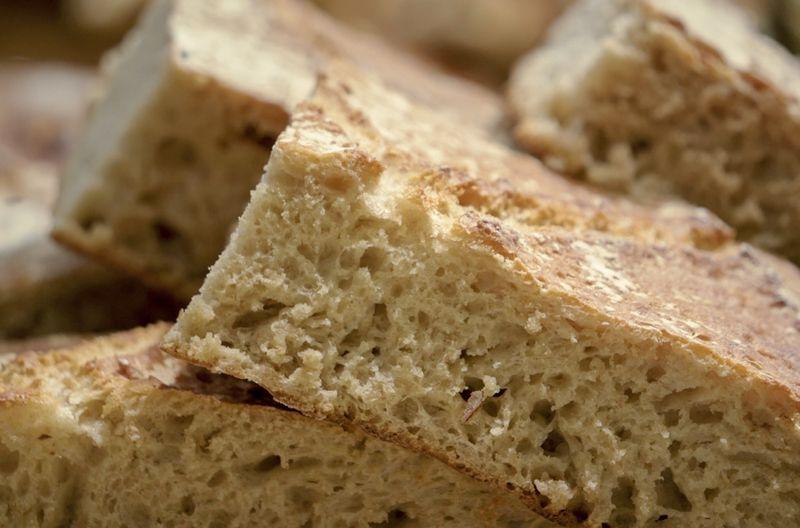 Wenn in Bäckereien der Teig länger gären darf, entstehen weniger Probleme mit Gluten.