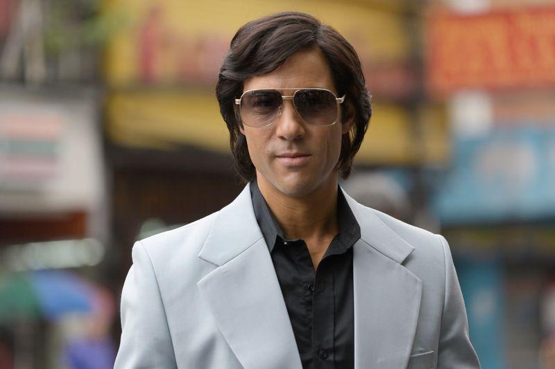 Cooles Outfit, grausame Passion: Charles Sobhraj (Tahar Rahim) sorgt als Serienkiller für Panik auf dem Hippie-Trail.