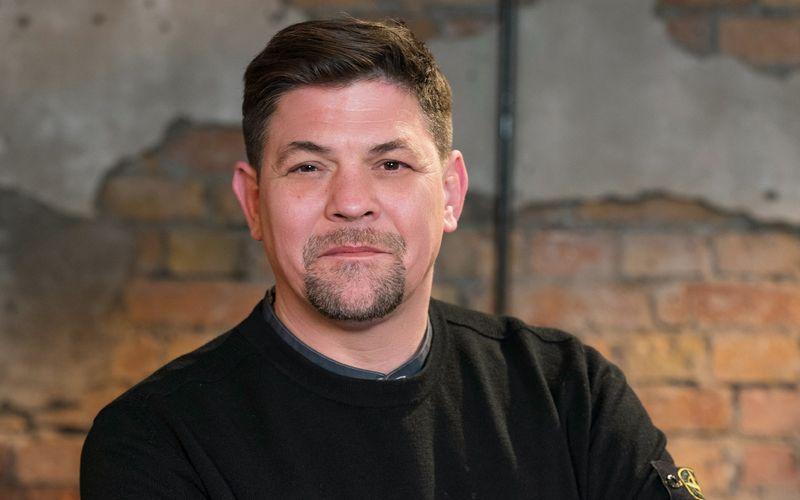 """Tim Mälzer, unter anderem bekannt aus """"Kitchen Impossible"""" (VOX), betreibt in Hamburg die Restaurants """"Bullerei"""" und """"Die gute Botschaft""""."""