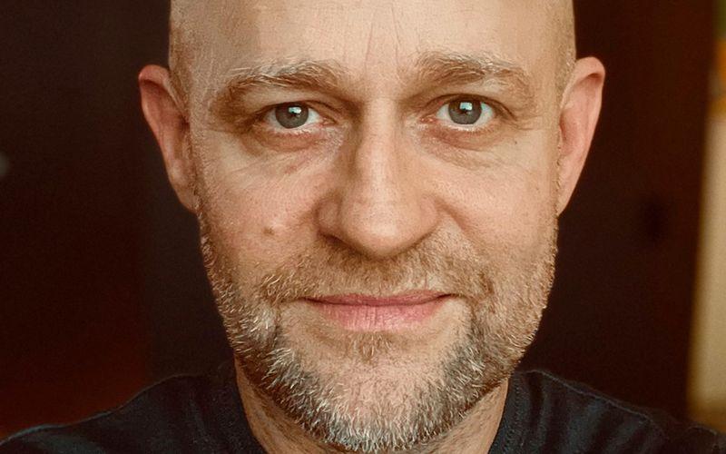 Ein Gesicht, das seit vielen Jahren dauerpräsent in der deutschen Fiction wie auch in den Bereichen Comedy, Show und Quiz ist: Jürgen Vogel liebt jede Form von Rollenspiel. Trotzdem arbeitet der Schauspieler gar nicht viel, wie es den Anschein hat - sagt er.