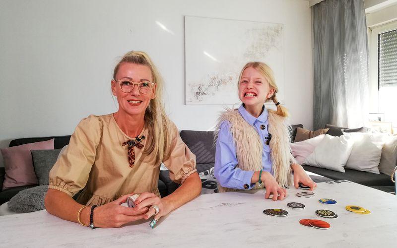 Seit sechs Jahren werden Josephine (rechts) und ihre Mutter Susanne für die Langzeitdoku begleitet.