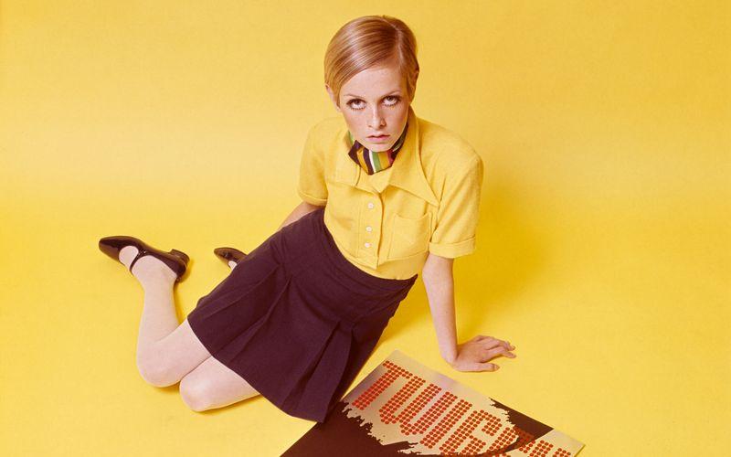 """Lesley Hornby? Nie gehört? Weltberühmt wurde die Britin unter dem Künstlernamen """"Twiggy"""" - zu Deutsch: """"Zweiglein"""". Eine Anspielung auf die spindeldürren Extremitäten, mit denen sie als Model, Sängerin und Schauspielerin ein damals gänzlich neues, burschikoses Schönheitsideal verkörperte."""
