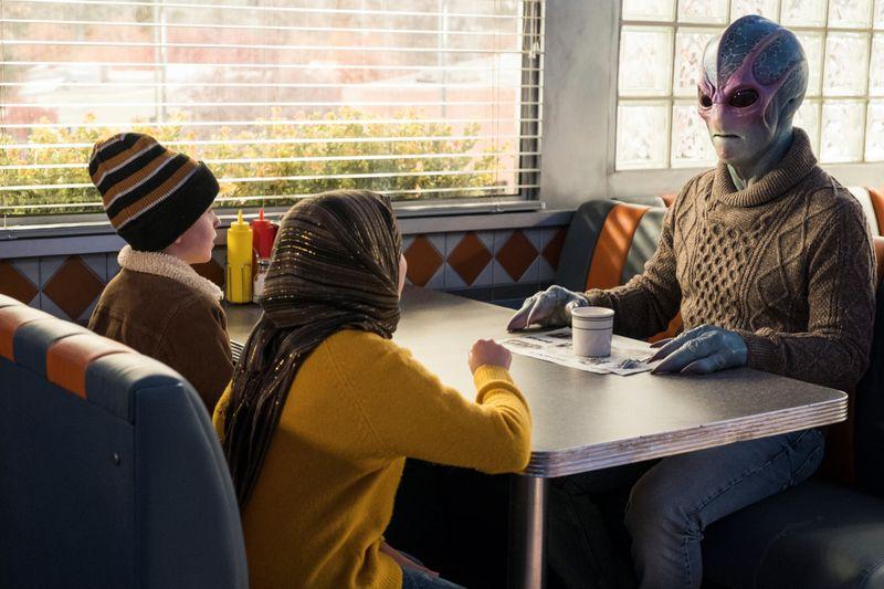 Für die meisten Menschen in der Kleinstadt Patience sieht Harry aus wie ein Mensch: Nur ein paar Kinder erkennen das Alien in ihm.