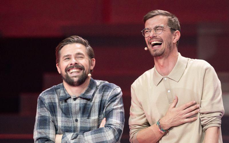 """Joko (rechts) und Klaas haben Grund zur Freude. Am Dienstagabend besiegten sie ihren Haussender ProSieben. Für die gewonnenen 15 Minuten Live-Sendezeit kündigten sie nun eine """"ungewöhnliche Idee"""" an."""