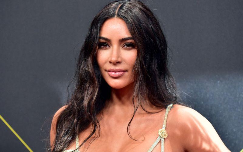 """Kim Kardashian soll nun Milliardärin sein. Das schätzt das US-Magazin """"Forbes""""."""