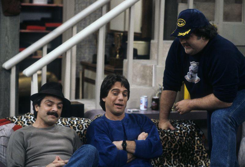 """An der Seite von John del Regno und Tony Danza war Walter Olkewicz (von links) auch in der Comedyserie """"Wer ist hier der Boss?"""" zu sehen."""