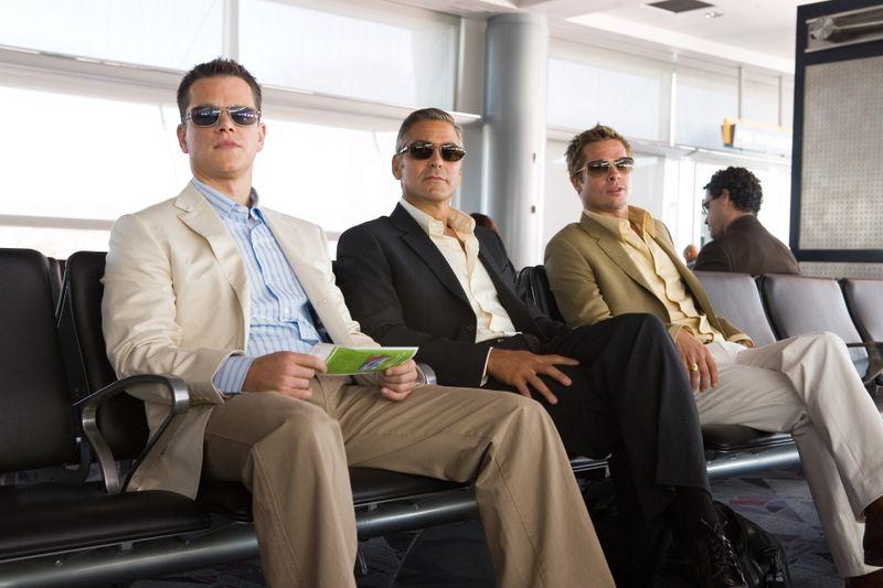 """Wie top gekleidete Hühner auf der Stange: Der harte Kern der """"Ocean's 13"""" plant das nächste große Ding, von links: Matt Damon, George Clooney und Brad Pitt."""