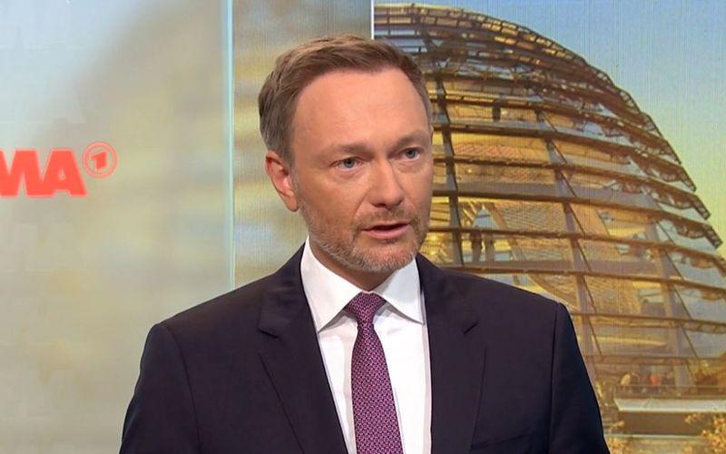 """Der FDP-Vorsitzende Christian Lindner hält nichts von nächtlichen Ausgangssperren. """"Um zu verhindern, dass sich Leute nachts treffen, kann man nicht alle einsperren,"""" so der 42-Jährige am Dienstag im """"Morgenmagazin""""-Interview."""