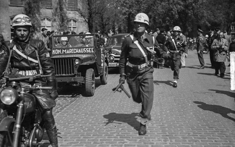 """""""Einmarsch"""" am 23. April 1949: Die Koninklijke Marechaussee besetzte auch das kleine Elten am Niederrhein."""