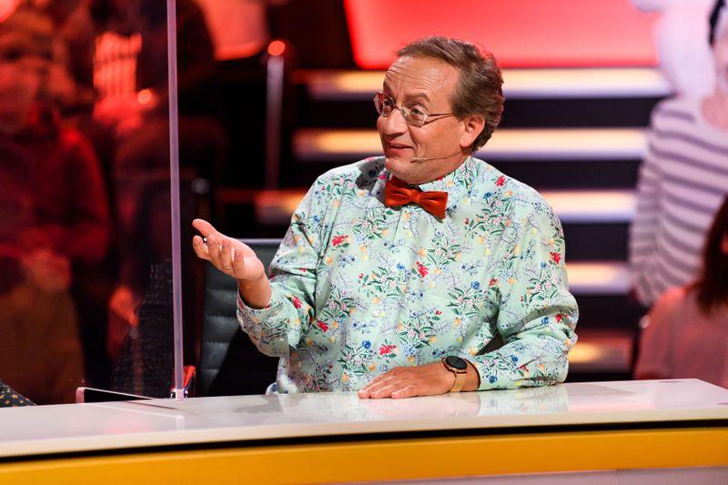 Seit 2017 sitzt Wigald Boning im Rateteam der Show. Er folgte auf Bernhard Hoëcker.