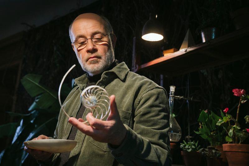 """Harald Lesch forscht in seiner zweiteiligen """"Terra X""""-Doku nach, warum die Welt so scheinbar perfekt ist."""