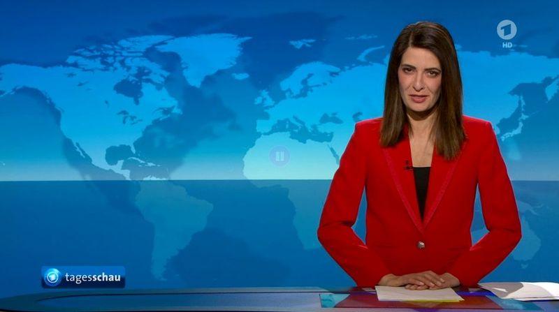"""Wie vor acht Jahren: Linda Zervakis trug bei ihrer letzten """"Tagesschau""""-Moderation ihr rotes Sakko. Nun wechselt sie ins Privatfernsehen, wo man sich journalistische Arbeit etwas anders vorstellt."""