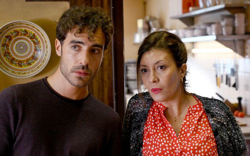 Luca (Giovanni Funiati) und seine Ziehmutter Gina (Giovanni Nodari) haben Ärger mit der Mafia.