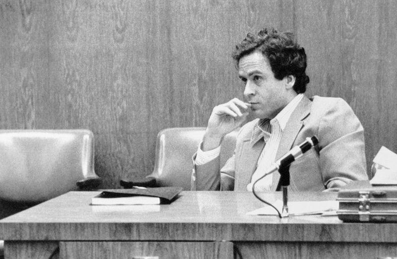 """Er war der wohl berüchtigtste Serienmörder der US-Geschichte: Theodore """"Ted"""" Bundy, dessen Leben und Taten auch in mehreren Spielfilmen verarbeitet wurden. Bundy tötete zwischen 1974 und 1978 mindestens 30 junge Frauen und Mädchen und wurde 1989 hingerichtet. Auf die """"Most Wanted""""-Liste wurde er am 10. Februar 1978 gesetzt - und nur fünf Tage später verhaftet."""