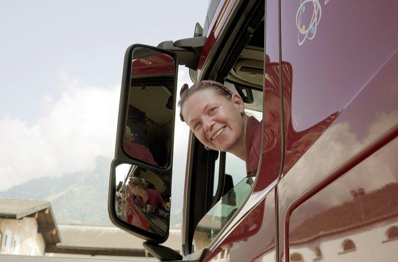 Die ARTE-Reportage begleitet Anja Bowens auf einer Fahrt von Bayern nach Norditalien.