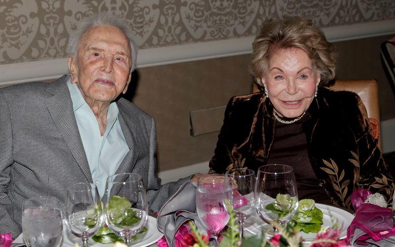 65 Jahre lang war Anne Douglas mit dem Schauspieler Kirk Douglas verheiratet. Er starb im Februar 2020.