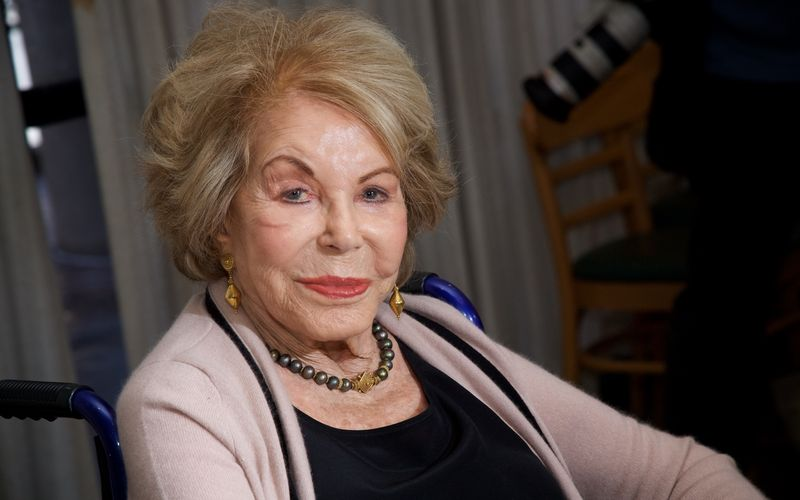 Anne Douglas ist im Alter von 102 Jahren gestorben.