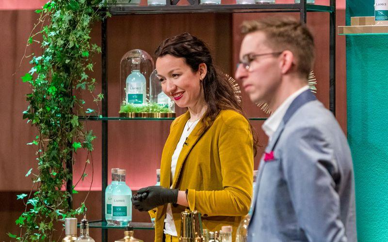 """Stella Strüfing und Christian Zimmermann stellten in der neuen """"Höhle der Löwen""""-Folge mit Laori einen alkoholfreien Gin vor. Gut kam der nicht an. Ganz und gar nicht."""