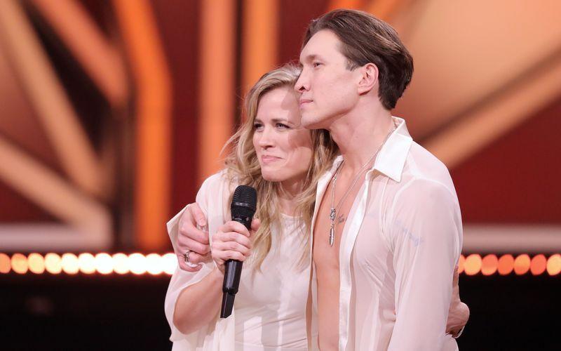 Für Sängerin Ilse DeLange und ihren Tanzpartner Evgeny Vinokurov ist die Reise aufgrund einer Fußverletzung vorbei.