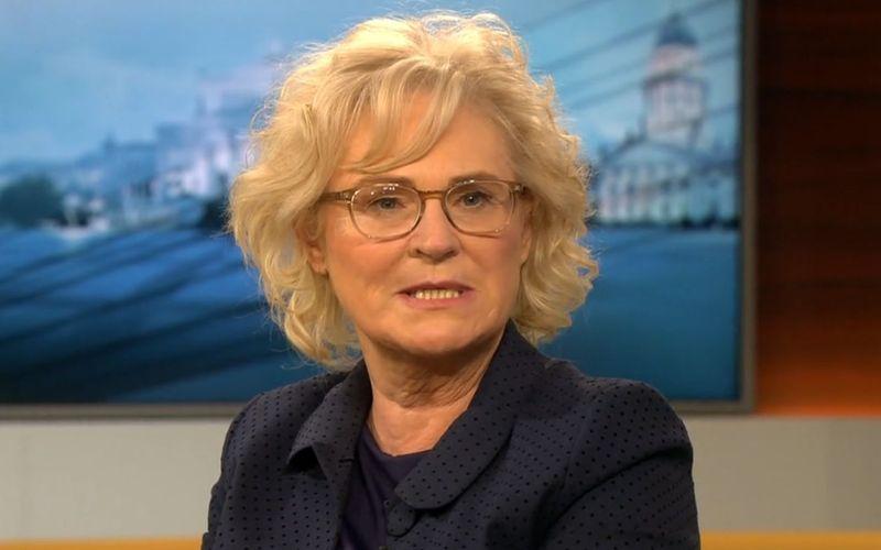 """Justizministerin Christine Lambrecht erklärte, persönliche Grundrechte seien """"weder ein Bonbon noch ein Privileg""""."""