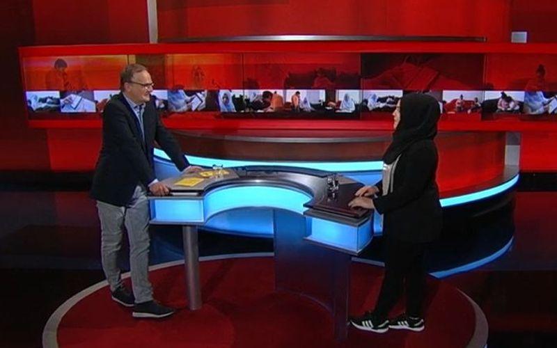 Frank Plasberg sprach mit der 19-jährigen Hanan über deren schwierige Situation zu Hause.