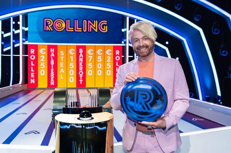 """""""Als Engländer eine Quiz-Show in Deutschland zu moderieren, das ist schon was"""", sagt Moderator Ross Antony zu """"Rolling  Das Quiz mit der Münze""""."""