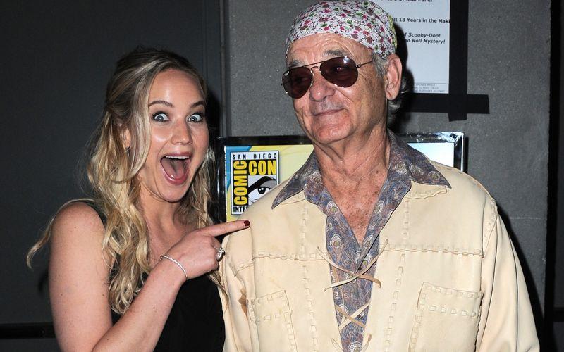 """Echte Fanliebe: Sie habe Bill Murray (Bild) betrunken Nachrichten geschrieben, erzählte Jennifer Lawrence """"Entertainment Tonight"""" über ihr Idol. Als sie ihn dann 2015 bei der Comic-Con in San Diego traf, flippte sie sichtlich aus. Sie ist nicht die einzige Prominente, die ihre Begeisterung über andere Stars überdeutlich zeigte ..."""