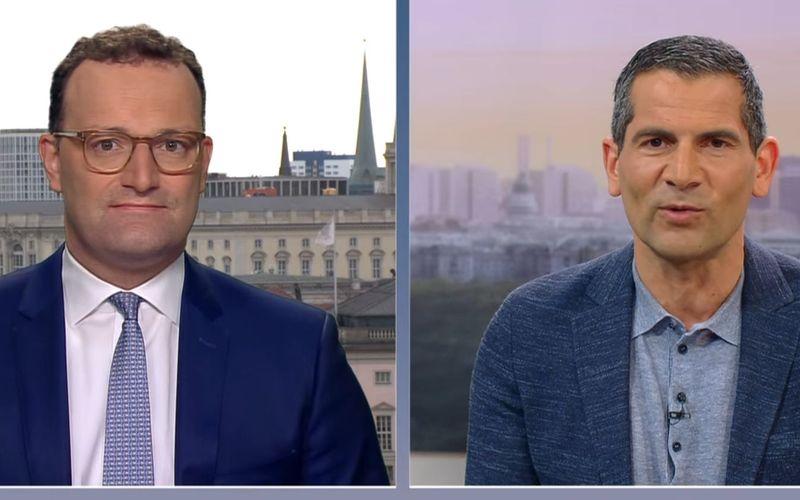 Mitri Sirin (rechts) wollte von CDU-Politiker Spahn wissen, wie denn überhaupt kontrolliert werden soll, wer schon geimpft ist.