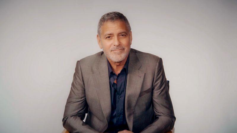 """""""Es gibt wenig in meinem Leben, das noch privat ist"""": George Clooney spricht im Interview offen über das Leben eines Superstars. """"Es gibt viele Einschränkungen, die der Ruhm mit sich bringt. Ich bin zum Beispiel schon seit 15 Jahren nicht mehr im New Yorker Central Park spazieren gegangen."""""""