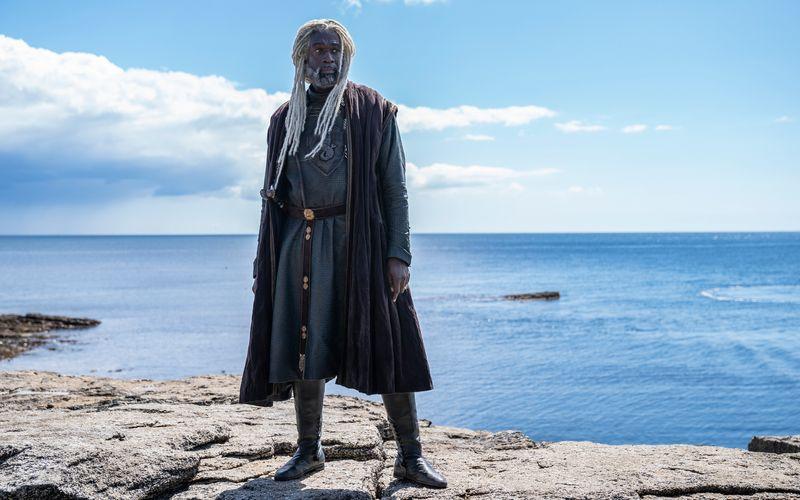 """Westeros wird auf diesen Bildern wieder zum Leben erweckt: Steve Toussaint spielt Lord Corlys Velaryon. Der Seefahrer ist auch als """"Seeschlange"""" bekannt."""
