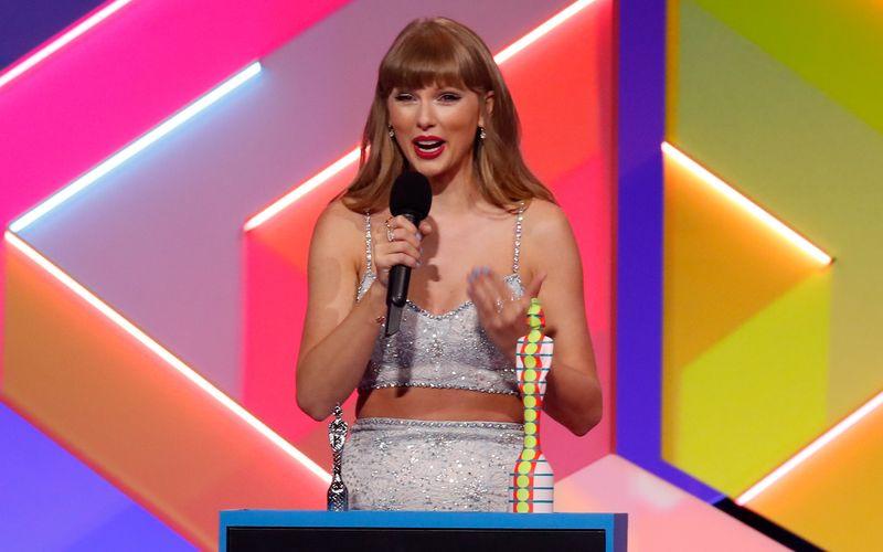 """Taylor Swift wurde bei den Brit Awards mit dem """"Global Icon Award"""" bedacht."""