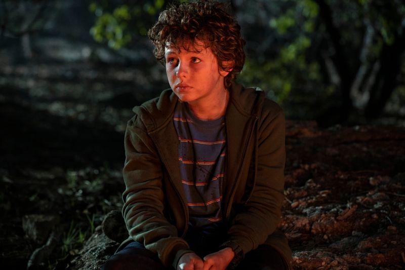 Der junge Connor (Finn Little) kämpft in den Wäldern von Montana ums Überleben.