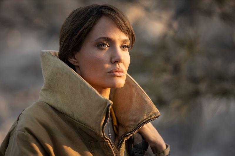 Feuerspringerin Hannah (Angelina Jolie) ist nach einem Einsatz, bei dem drei Kinder starben, traumatisiert.
