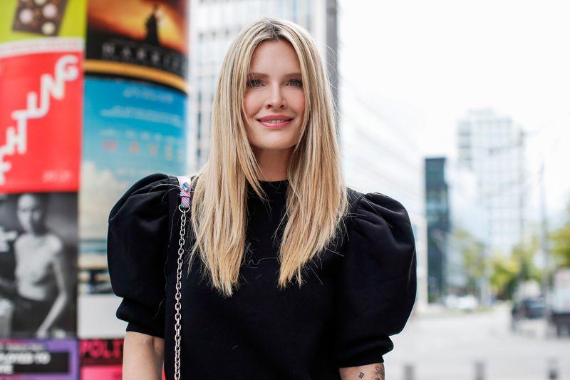 """Sie tauscht das feine Kleidchen bei """"Die Alm"""" gegen den Blaumann: Mirja du Mont modelt für Firmen wie Yves Saint Lauren, hat aber auch Psychologie studiert."""