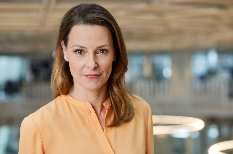 """Anja Reschke, 48, moderiert seit 20 Jahren """"Panorama"""". Das älteste TV-Politmagazin Deutschlands feiert seinen 60. Geburtstag mit einer Jubiläumssendung. Wie sehr steht kritischer Journalismus in Zeiten von Populismus, Fake News und Internet-""""Hatern"""" unter Druck?"""