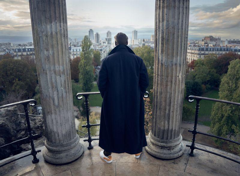 """Die Stadt gehört ihm: Assane Diop (Omar Sy) macht sich Paris zu eigen, um seinen Rachefeldzug im Netflix-Hit """"Lupin"""" zu vollenden."""