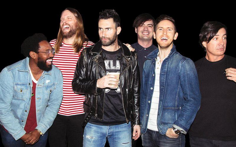 """Maroon 5, die mit jetzt mit """"Jordi"""" (VÖ: 11.06.) ein neues Album veröffentlichen, sind eine der erfolgreichsten Bands aller Zeiten. Und das ist nicht so dahingesagt: Frontmann Adam Levine (dritter von links) und Co. zählen tatsächlich zu den wenigen Bands, die geschätzt mehr als 100 Millionen Tonträger verkauft haben. Wer ebenfalls zu den musikalischen Topsellern zählt, zeigt die Galerie ..."""