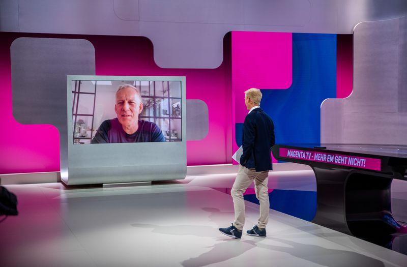 """Profi-Talk: Johannes B. Kerner (links) war bei der Studio-Vorstellung in München-Ismaning aus Hamburg zugeschaltet. Auf die Zusammenarbeit mit Kollegen wie Jan Henkel ist er sehr gespannt. """"Ich freue mich total auf die EM. Und ich freue mich auf das Team"""", sagt Kerner."""