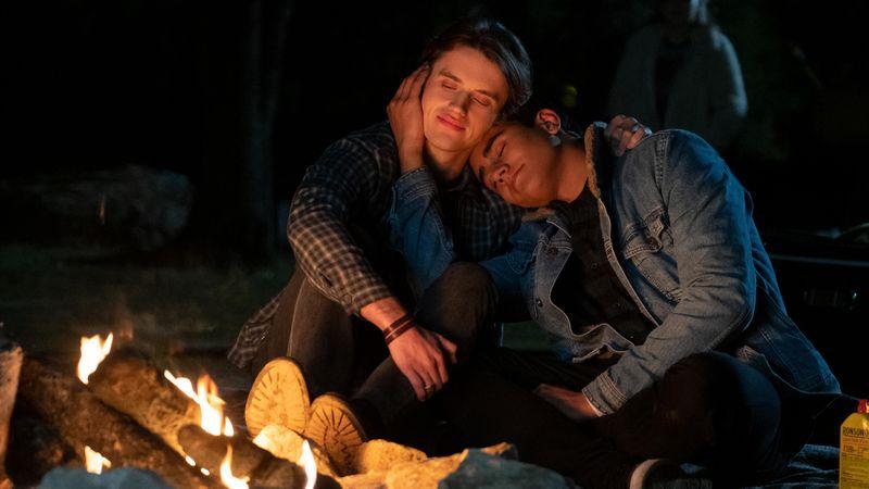Victor (Michael Cimino, rechts) und sein Freund Benji (George Sear) fahren für ein romantisches Wochenende aufs Land.