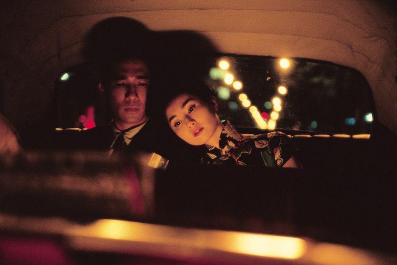 Der Redakteur Chow (Tony Leung) und die Sekretärin Su (Maggie Cheung) beginnen im Hongkong der 60-er eine hoffnungslose Liebesaffäre.