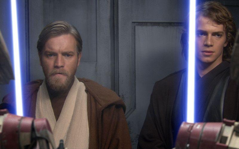 """""""Star Wars: Episode III - Die Rache der Sith"""" mit Obi-Wan Kenobi (Ewan McGregor, links) und Anakin Skywalker (Hayden Christensen) erschien 2005. Zuvor erzählte """"Star Wars: Clone Wars"""" von den Klonkriegen. Die Zeichentrickserie ist seit Neustem auf Disney+ verfügbar."""