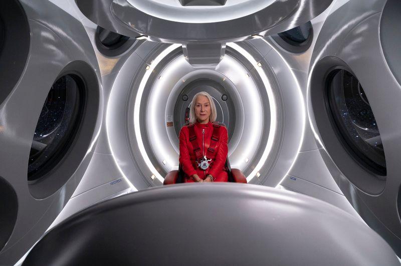 """Wie bin ich Mensch, wo kann ich's sein? - In Amazons futuristischer Anthologieserie """"Solos"""" helfen acht Hollywoodstars bei der Suche nach dem Sinn des Daseins: Mit dabei ist auch Helen Mirren auf einer Odyssee im Weltraum."""